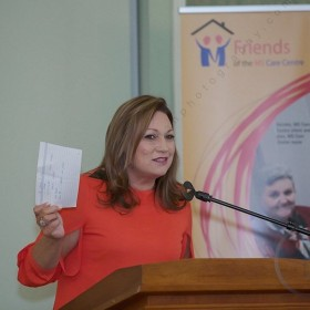 Norah Casey presenting at MS Ireland fundraiser, Brosnan Photography